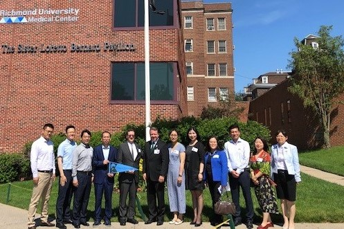 Nine physicians from Anhui Provincial Hospital visit the College of Staten Island
