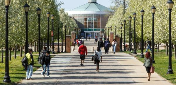 CSI Campus walkway