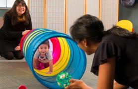 Baby solving tunnel task.